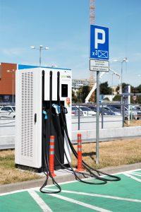 Artykuł 2018-07-30 Profesjonalna ładowarka do samochodów elektrycznych.